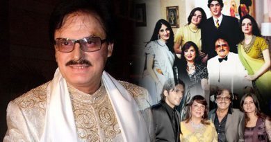 Sanjay Khan pens his autobiography 'My Best Mistakes'!